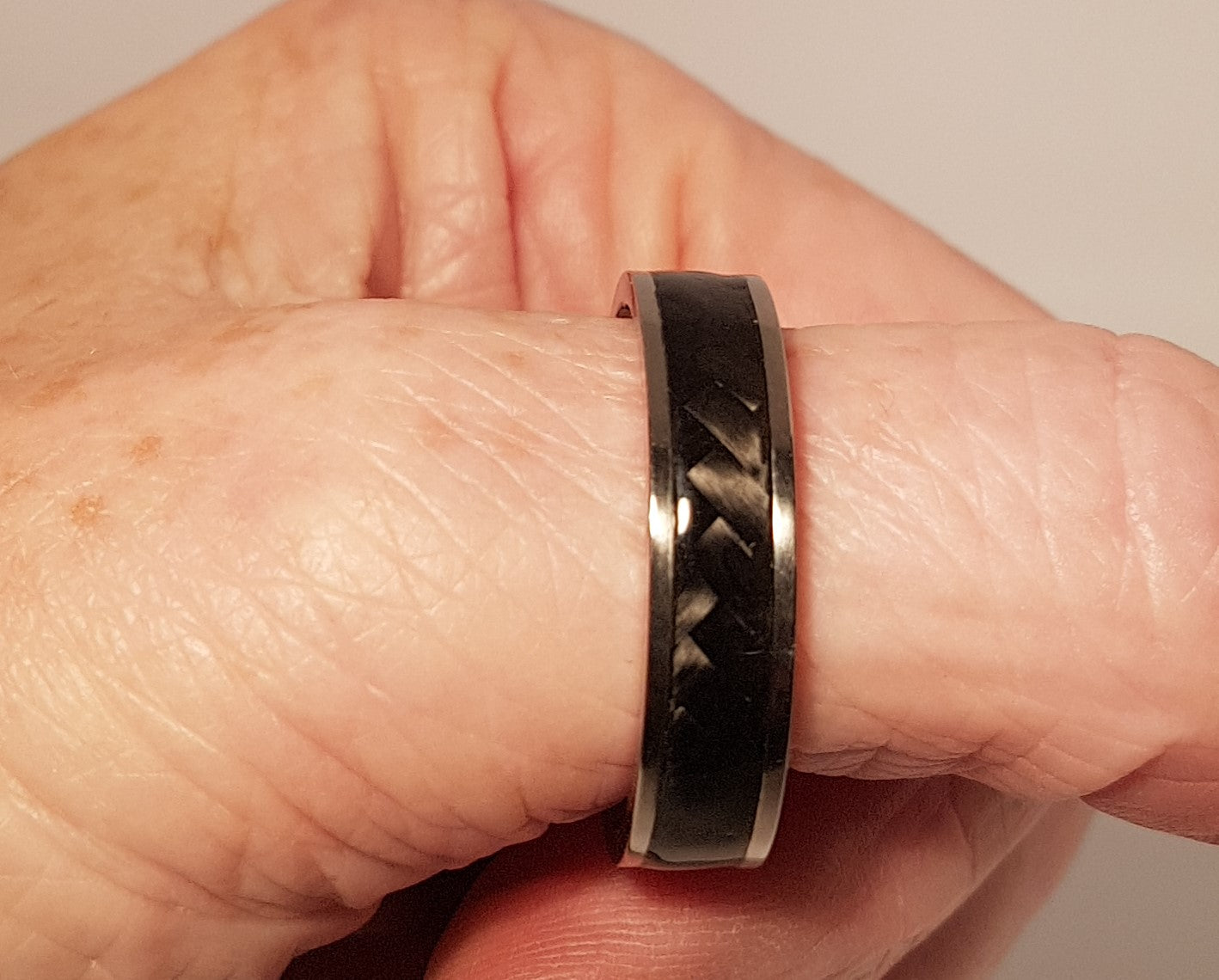 Carbon Fibre and Titanium Ring 6mm