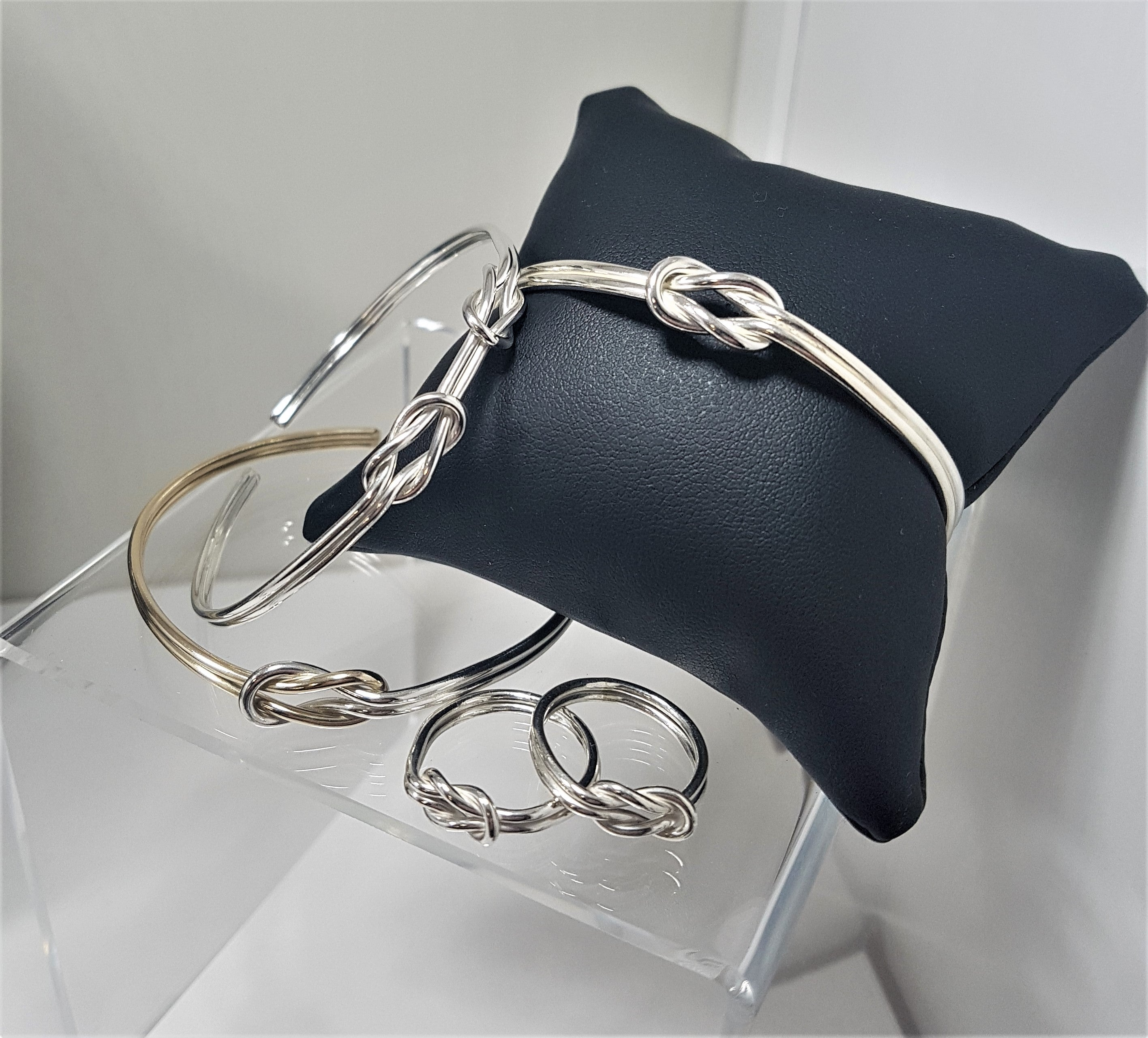 Silver Reef Double Knot Bangle