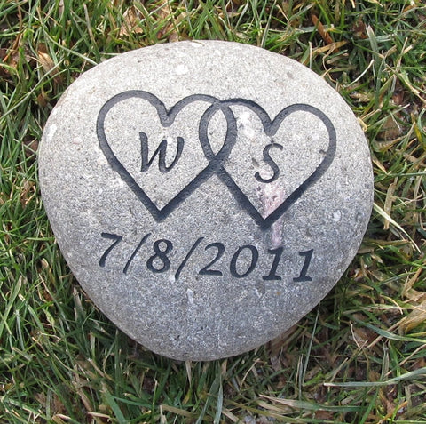 Personalized Oathing Stone Wedding Stone 8-9 Inch Oath Stone Garden Stone with Interlocking Hearts And Date - Pet Memorial Stones, Personalized Pet Stone Memorial Grave Marker, Dog Memorial, Cat Memorials, Pet Gravestone Markers, Headstone
