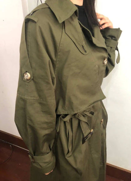Loose doublebreasted trench