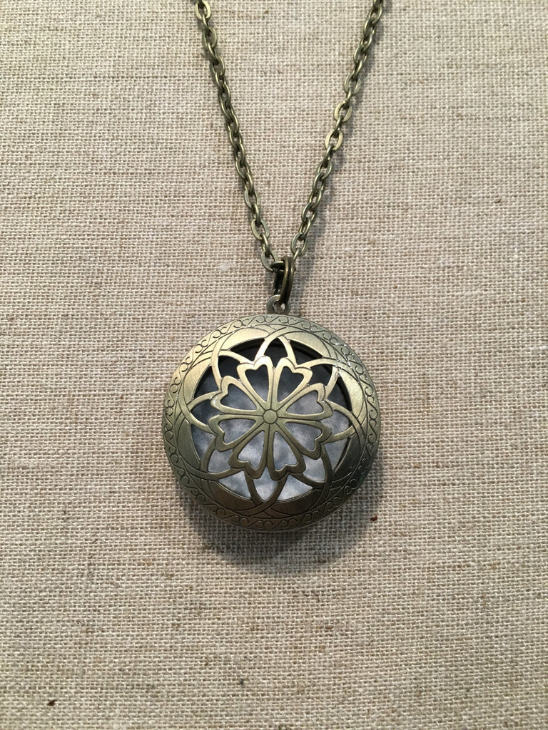 "Diffuser Necklace - Essential Oil Diffuser Aromatherapy Pendant, Necklace Jewlery Locket Antique Silver Or Bronze 24"" Chain And 5 Aroma Pads"