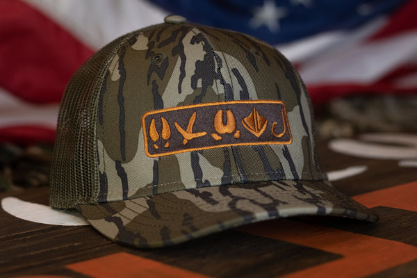 Tracks Logo | Mossy Oak® Bottomland - Outdoor Militia®