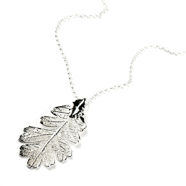 Silver-plated Lacey Oak Leaf Necklace from the Necklaces collection at Argenteus Jewellery