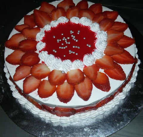 Strawberry Cake - Sweets & Starters - CookMyWish.com