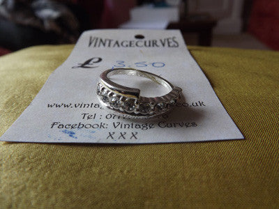 Vintage Style Silver Tone Ring with Clear Diamantés Large