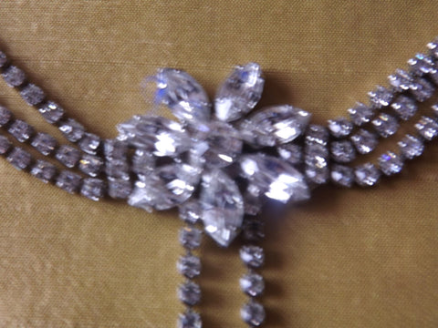 Vintage Style Daisy Flower Diamanté Necklace