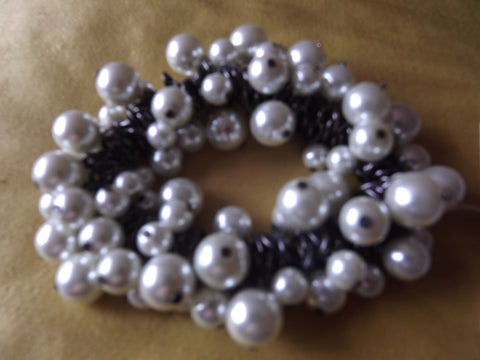 Vintage Style Glass Pearl and Metal Stretch Bracelet