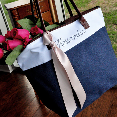 Bridesmaid Tote in Navy. Personalized Bridesmaid Gift Bags. Custom Name Bag. Zipper Tote.