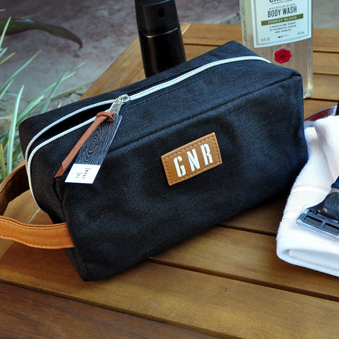 Black Groomsmen Dopp Kit. Personalize Toiletry Bag Men. Bl9DK.