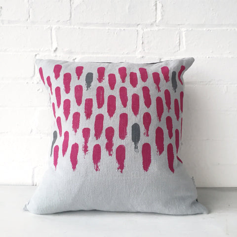 Small brushstroke cushion: magenta/grey
