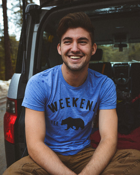 Weekend Bear Tee blue in truck