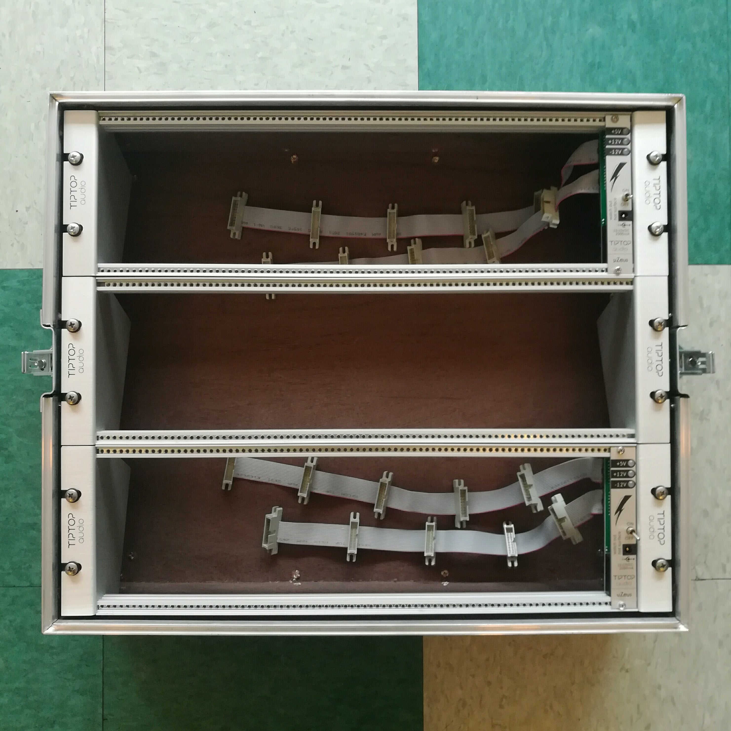 Custom 9U 84HP Flight Case with uZeus Power (with Lid)