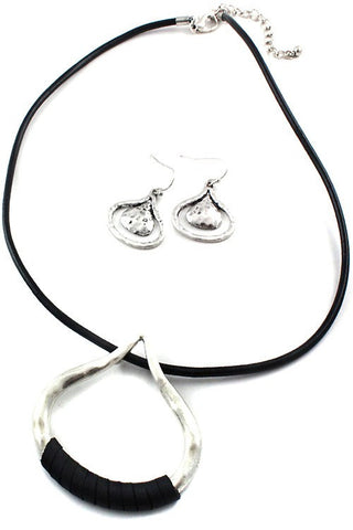 Metal Teardrop Necklace Set