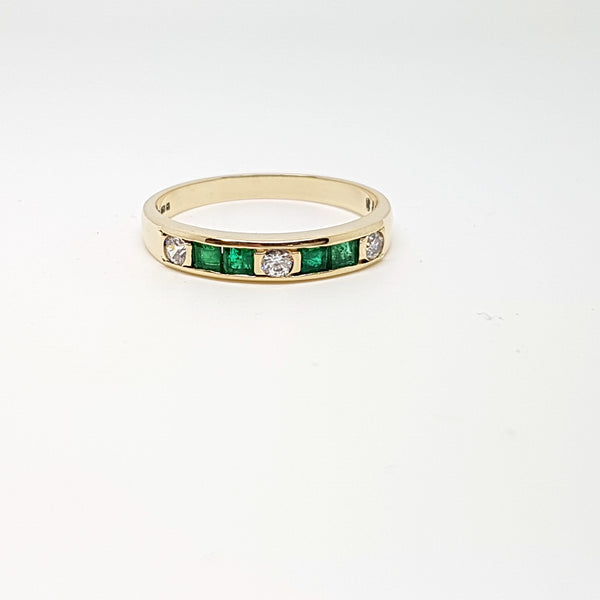 9ct Yellow Gold CZ/Emerald Ladys Ring 33740