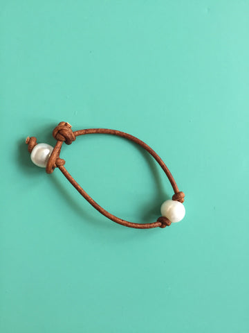 Single White Pearl Knotted Bracelet