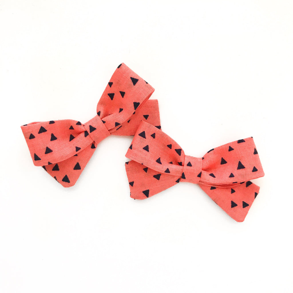 Triangle Piggy Bows