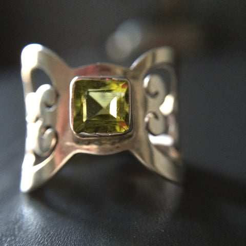 Square Cut Peridot Ring - LittleGemsUSA - 1