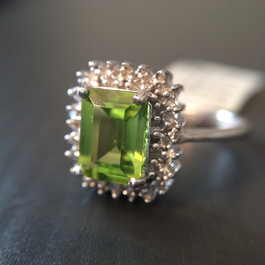 Peridot 1.65 ct Stone Ring - Size 7 - LittleGemsUSA - 1