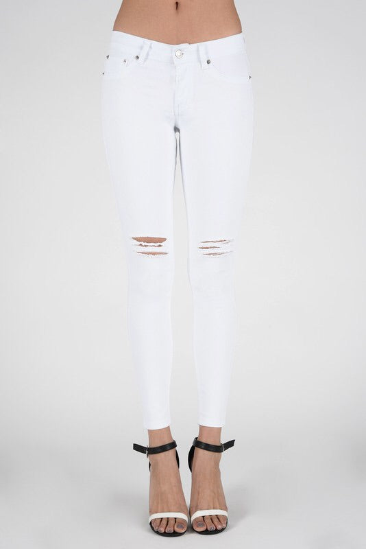 The Distressed White Skinny Jean - Comfy and Chic Boutique