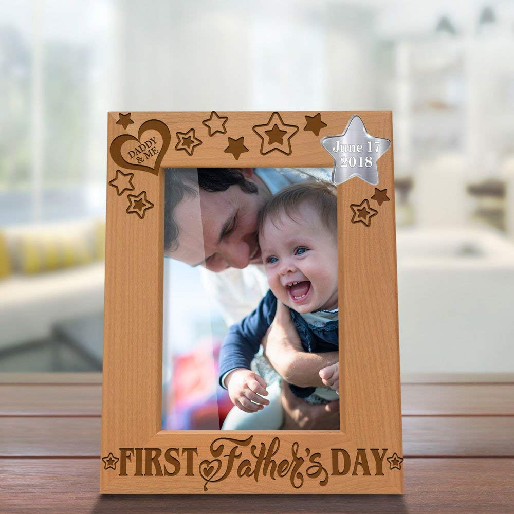 Kate Posh 2018 First Father's Day Photo Frame - Engraved Natural Wood Picture Frame - 1st Father's Day Gifts, New Dad Gifts, First Father's Day Gifts, Daddy & Me Gifts (5x7-Vertical)