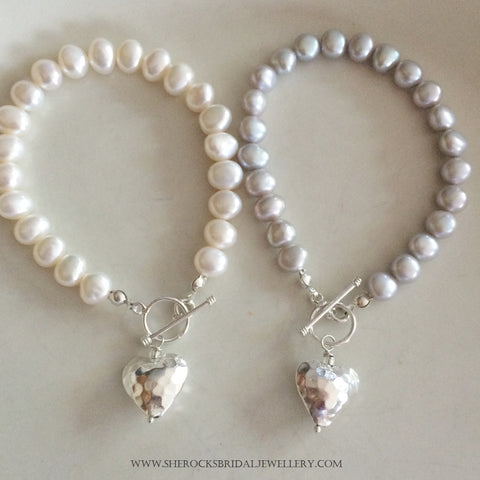 "SILVER GREY FRESHWATER PEARL BRACELET WITH SILVER HAMMER HEART ""MELODY"""