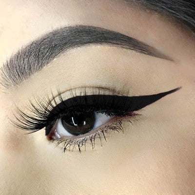 UD Wings Eyeliner Mousse