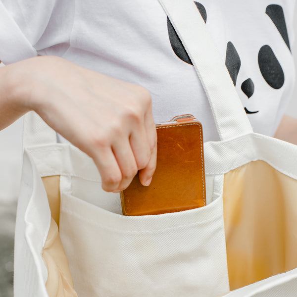 Oh sh!t, Changeable color tote bag by Jiranarong