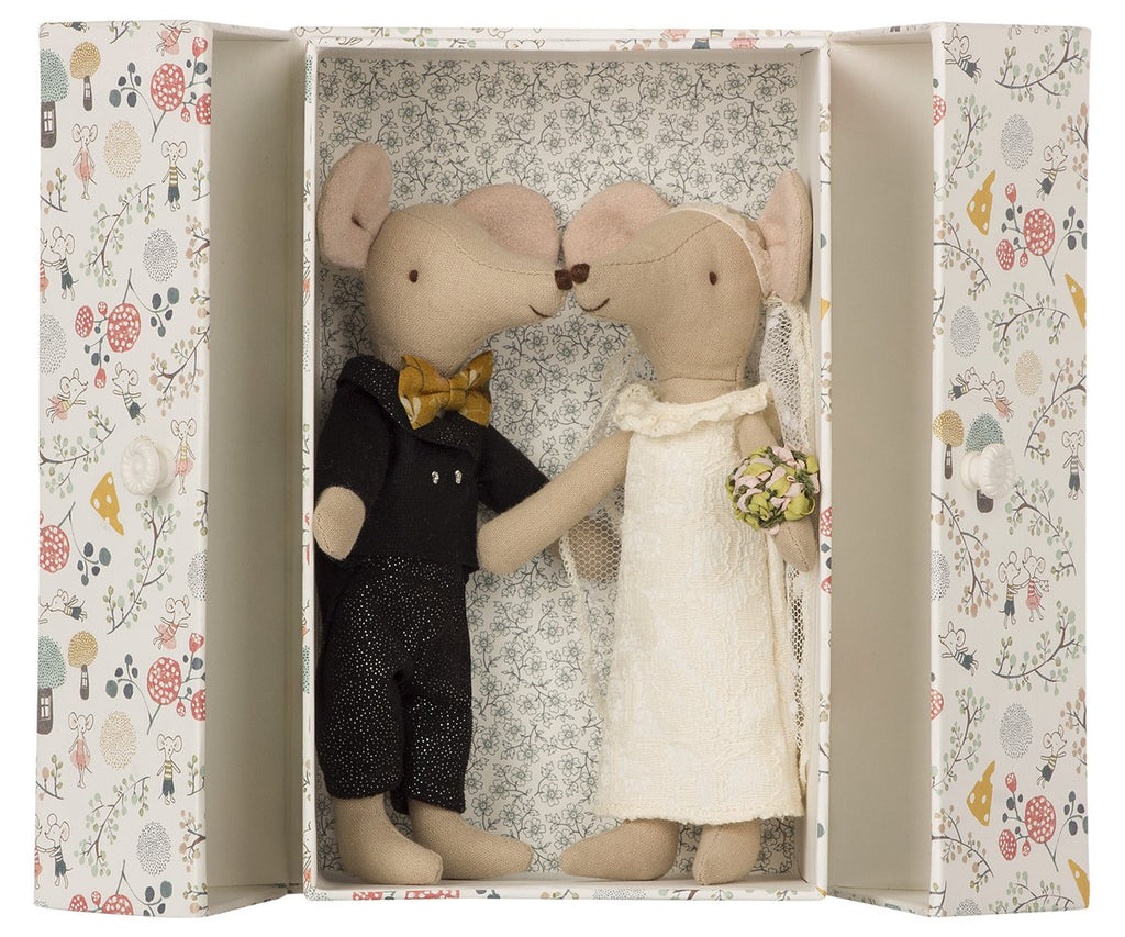 wedding mice couple in a box