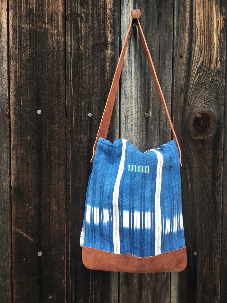 Lupe's Mali blue and white bag