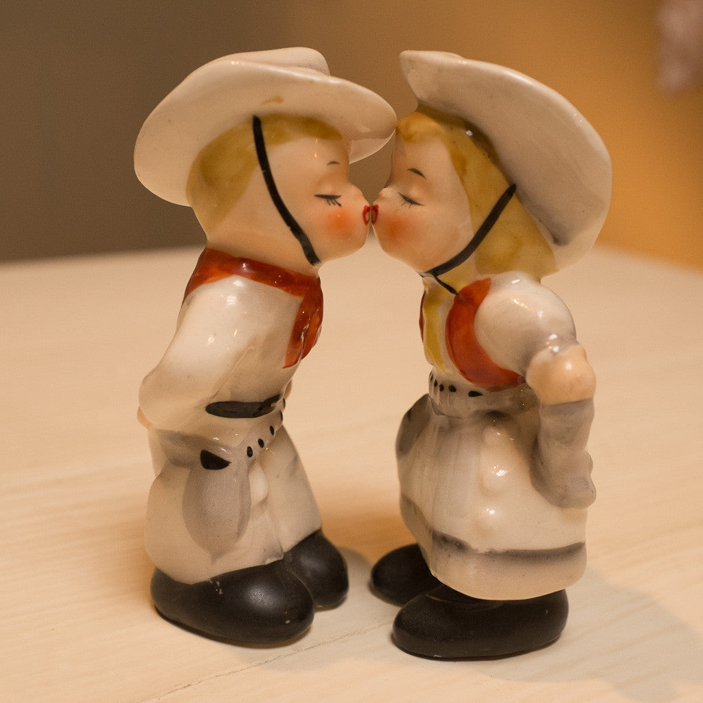 Katie's kissin' salt and pepper shakers