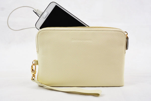 Leather Power Purse in Black -  A purse that charges your mobile on the move!