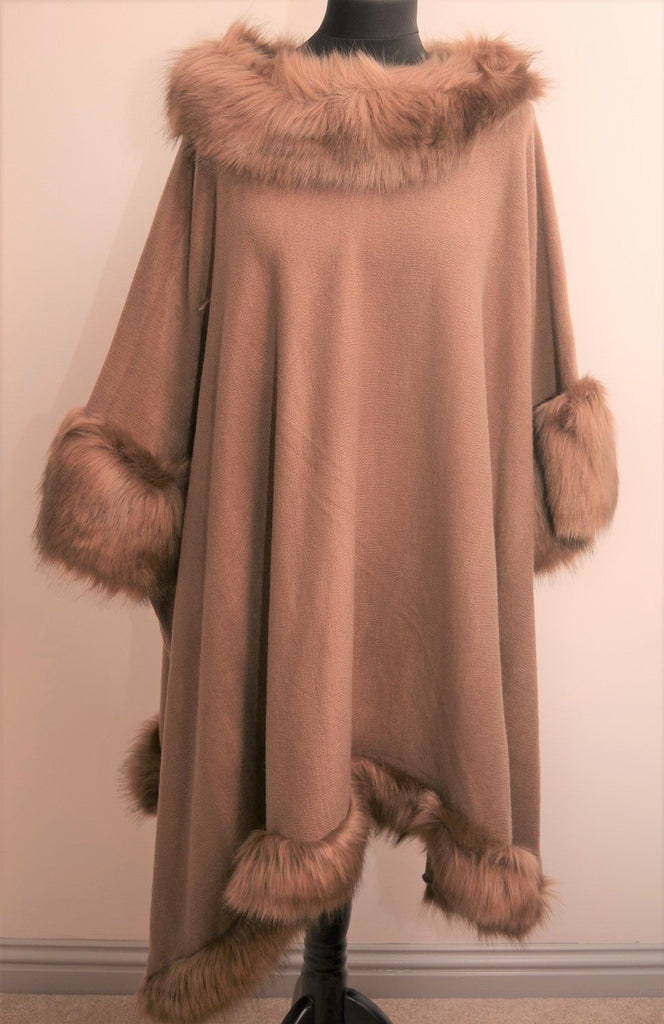 Poncho in Faux Fur Taupe