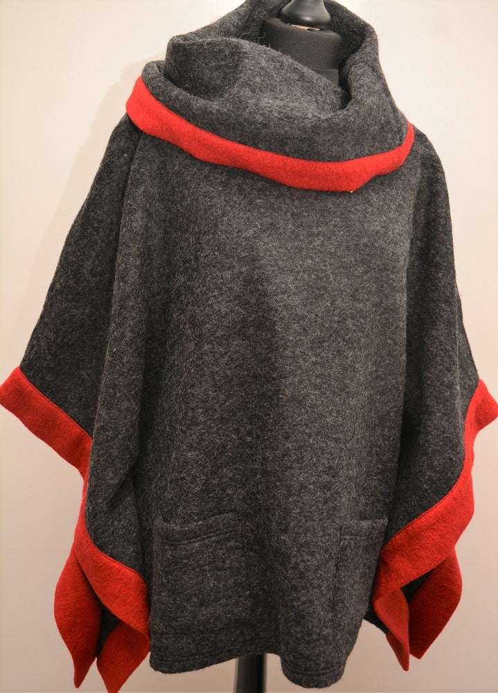 Poncho in 100% Wool in Graphite Grey