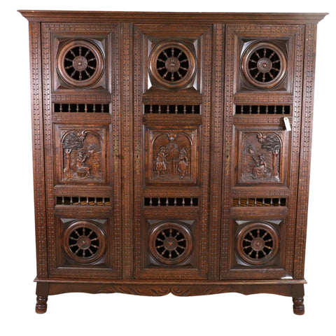 Antique Armoire Breton, Triple Door French Breton Style Oak Armoire, Beautiful!! - Old Europe Antique Home Furnishings