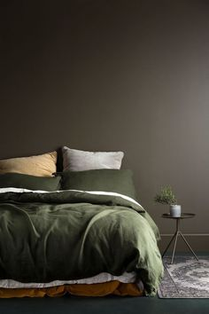 Brown Wall and Green Bedding, shades of green, green tones