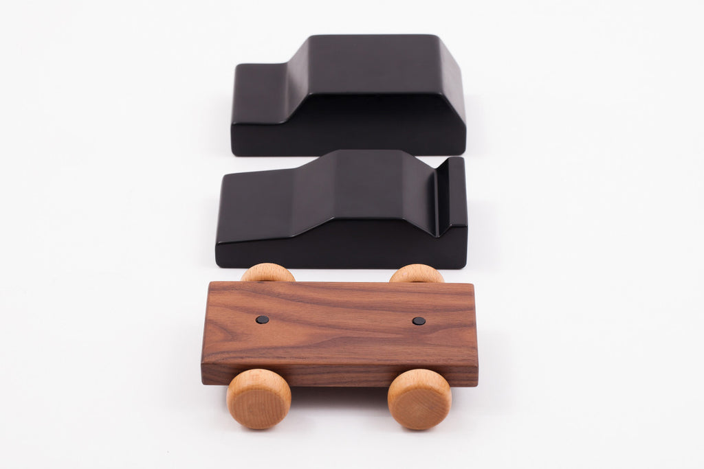 Wooden Car with Magnets - Adventurous