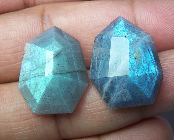 Masterpiece Collection : 25 x 20 mm Natural Flashy Labradorite Fancy Shield Cut Faceted Gems > Pair with Rainbow Fire