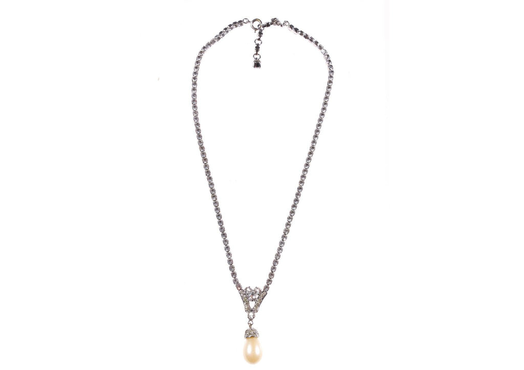 Crystal necklace with pearl pendant