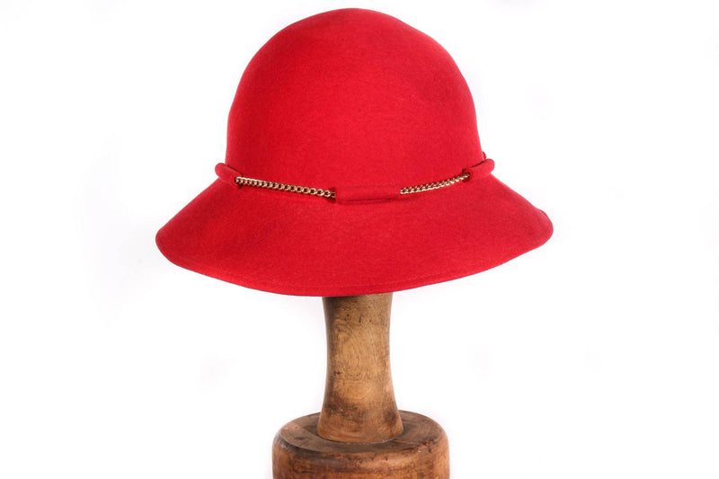 Kangol red hat with gold chain