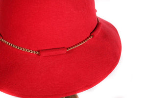 Kangol red hat with gold chain detail