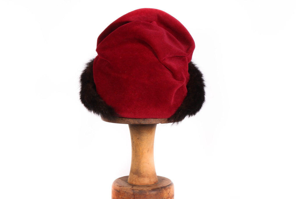 Flechet red velvet hat with brown fur