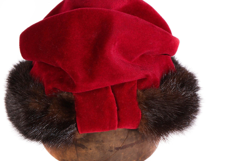 Flechet red velvet hat with brown fur detail