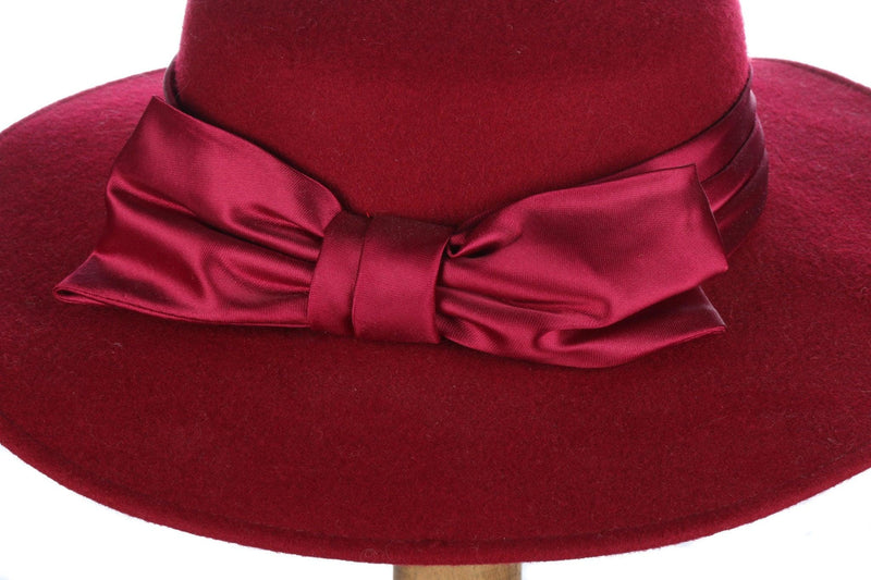 Bermona Trend deep red hat with chin strap