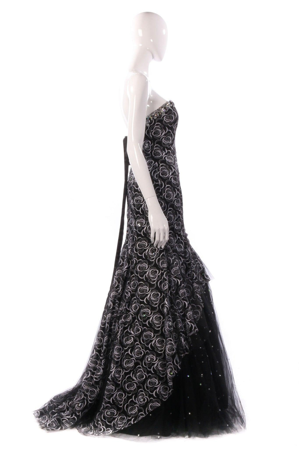 Mari Lee black and silver ballgown side