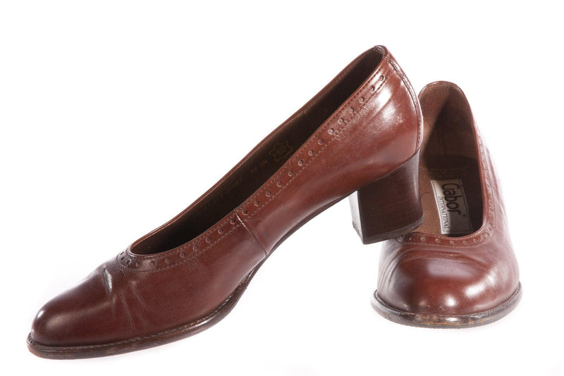 Brown leather shoes with short heel