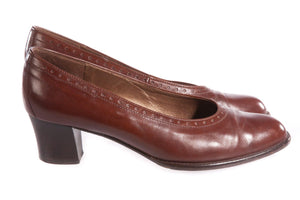Brown leather shoes with short heel side