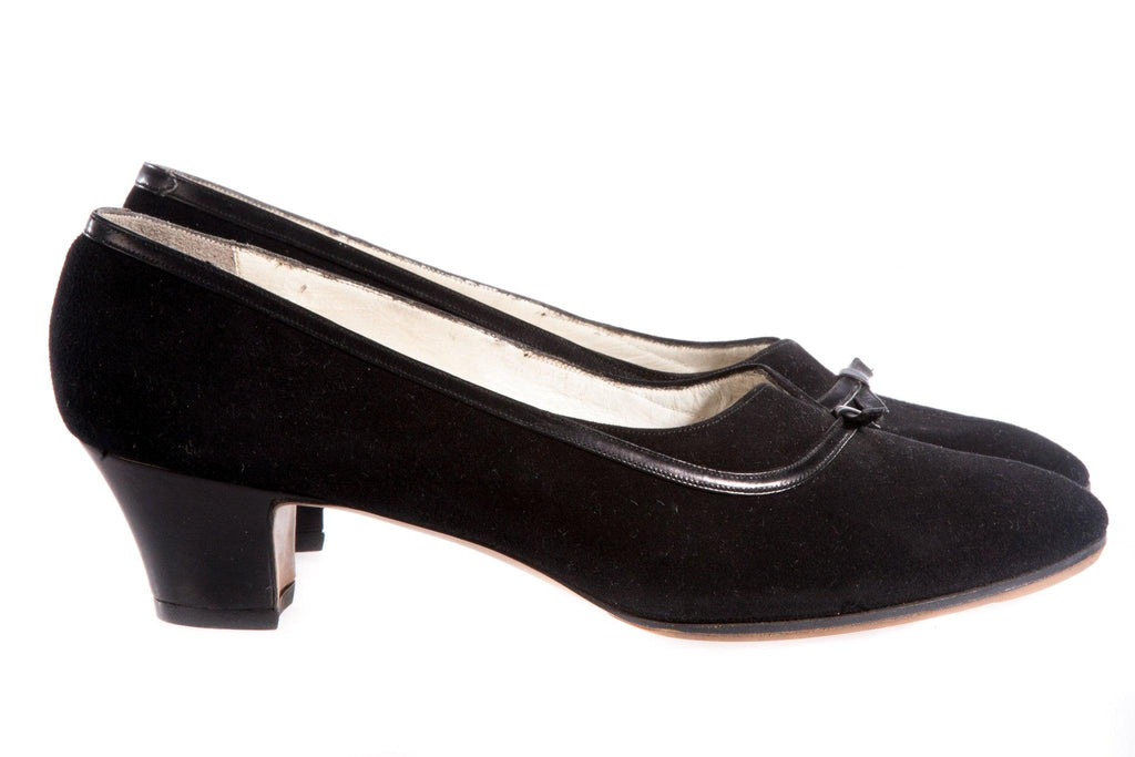 Black suede shoes with bow front side
