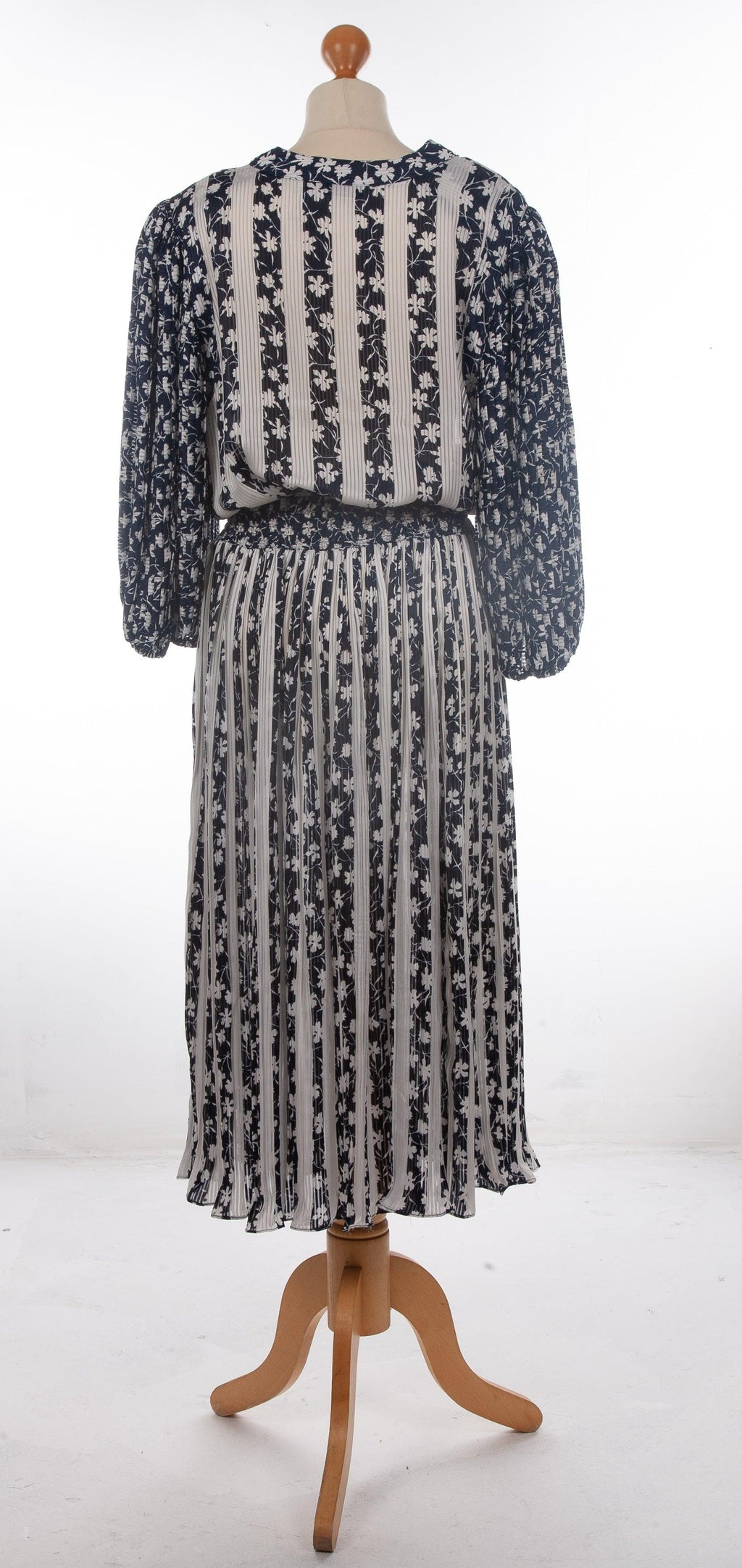 Janan Studio Maxi Dress with Pleats and Puff Sleeves Nay Blue and White Floral UK 12/14