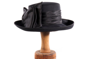 Whiteley black hat with bow detail
