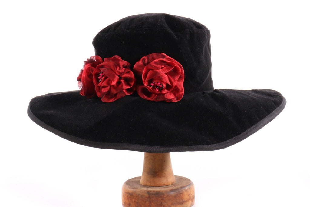 Atama black hat with red flowers